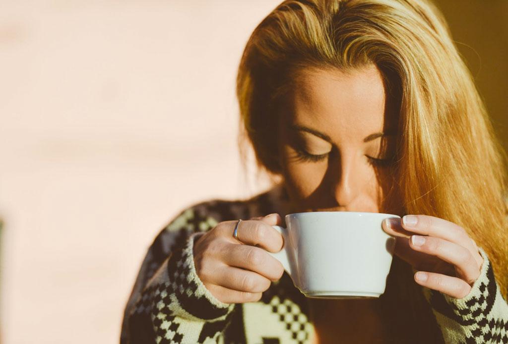 Las reglas de etiqueta al tomar café, té y otras bebidas calientes - reglas-etiqueta-tomar-cafe-te-bebidas-calientes-2