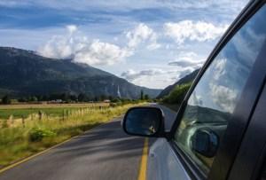 ¿Amas manejar solo en carretera? Entonces deberías tener esta SUV