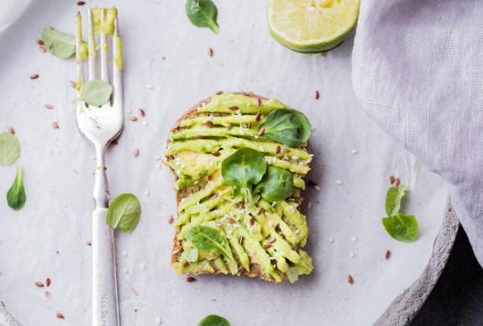 Sigue estos tips para controlar las porciones de tus alimentos y evitar los kilos de más - aguacates5-300x203