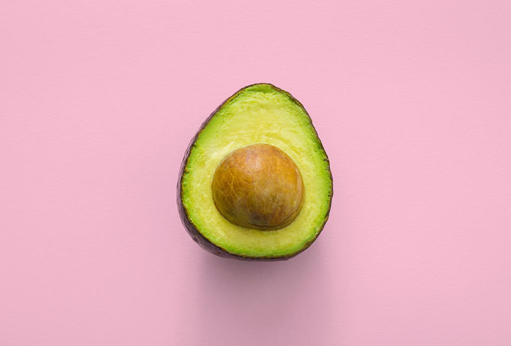 Estos alimentos son clave para ayudarte a curar la cruda - aguacates6-1024x694