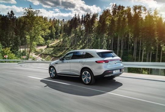 Conoce el primer auto eléctrico de Mercedes-Benz - eqc-mercedes-benz-electrico-3-300x203