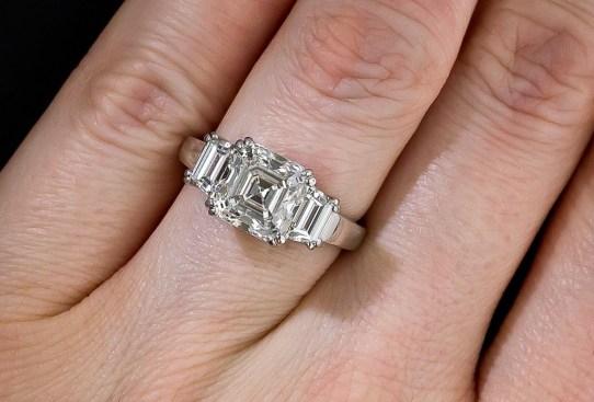Así es cómo ha cambiado el anillo de compromiso a través de los años - historia-anillo-de-compromiso-1960-300x203