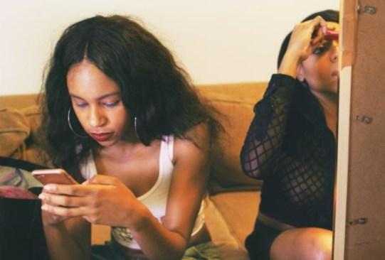 """""""Swiped"""", el documental de HBO que muestra la triste realidad de las apps de citas - swiped-documental-hbo-1-300x203"""