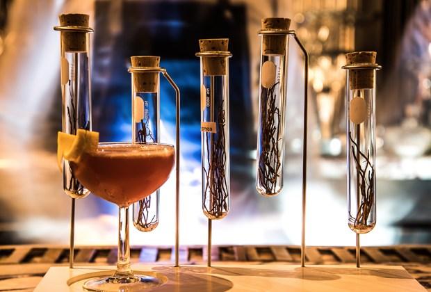 Estos son nuestros drinks favoritos para pedir en Fifty Mils - fifty-mils-mr-white-rabbit-1024x694