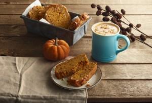 Tenemos la receta para la mejor bebida de Thanksgiving: chocolate blanco caliente con calabaza