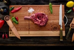 El líquido que desprende la carne roja no es sangre