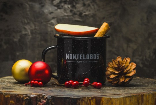 Tienes que preparar este coctel con mezcal para las fiestas decembrinas - coctel-navidencc83o-mezcal-1-300x203
