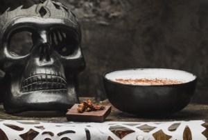 Agua de horchata y mezcal para brindar en el Día de Muertos