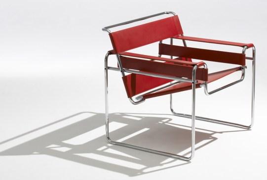 ¿Conoces las piezas de mobiliario más emblemáticas de Bauhaus? - silla-wassily-bauhaus-300x203