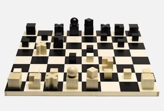 ¿Conoces las piezas de mobiliario más emblemáticas de Bauhaus? - tablero-ajedrez-bauhaus-300x203