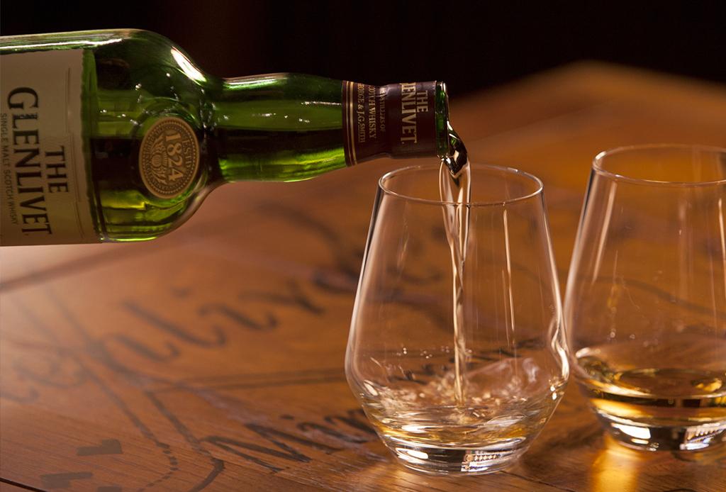 Sigue estos consejos para tomar whisky como digestivo