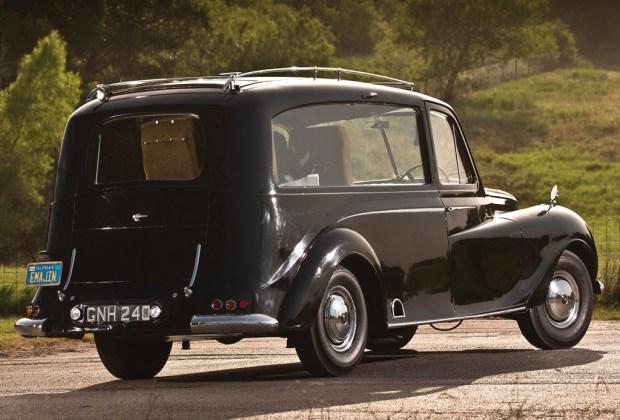 ¿Sabes cuál era el coche favorito de John Lennon? - austin-princess-john-lennon-2-1024x694