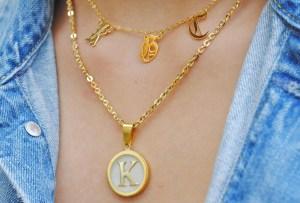 Marcas mexicanas de joyería que personalizarán con pieza con tu inicial