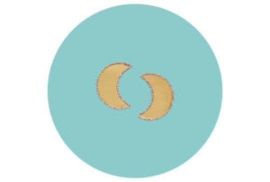"""Los fanáticos de """"El Principito"""" no podrán resistirse a esta colección de Tory Burch - tory-burch-celestial-crescent-moon-earring-300x203"""