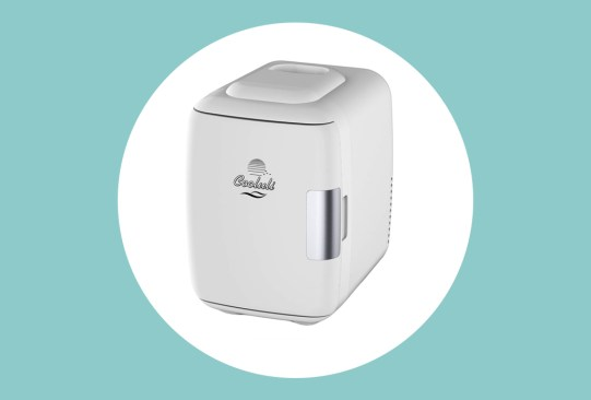 4 mini fridges para unirte a la tendencia de skincare este 2019 - cooluli-mini-fridge-skincare-300x203