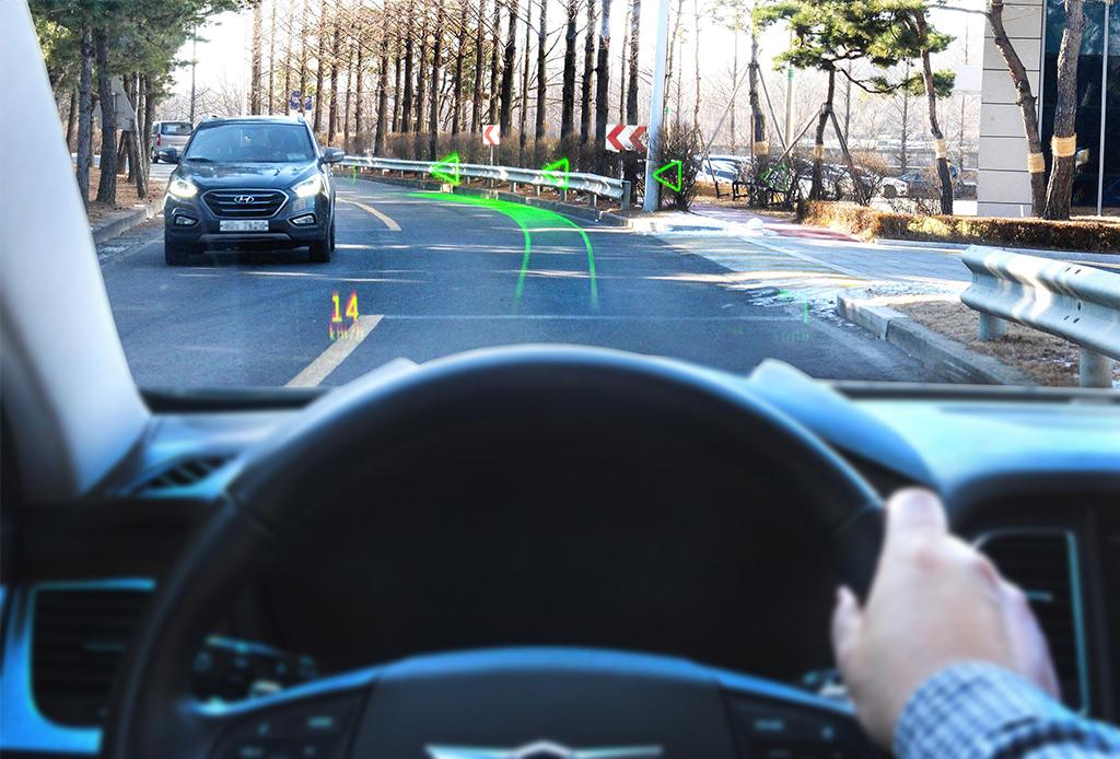 Muy pronto podrás manejar con un sistema de realidad aumentada - hyundai-realidad-aumentada-2