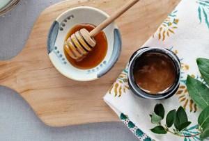 Tienes que probar esta mascarilla de miel de Manuka para el acné