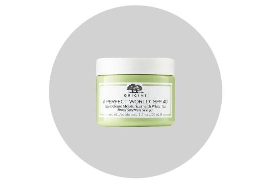 Cuida tu cara de la contaminación ambiental con estos productos - origins-a-perfect-world-spf-40-300x203
