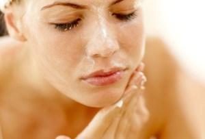 La regla de los 60 segundos para lavar tu rostro puede ayudarte a lograr una piel perfecta