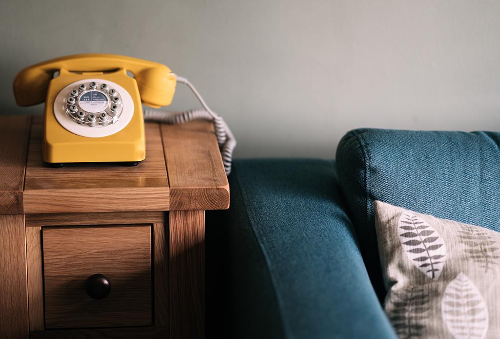 Tranquilízate, mejor concéntrate en las cosas que SÍ puedes controlar - telefonos-retro-1024x694