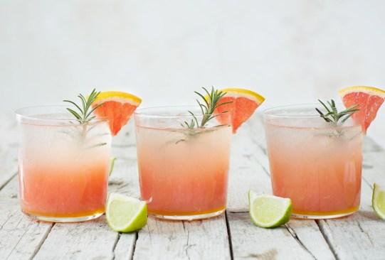 Estos deliciosos mocktails te ayudarán con el reto de una vida libre de alcohol - receta-soda-toronja-romero-300x203
