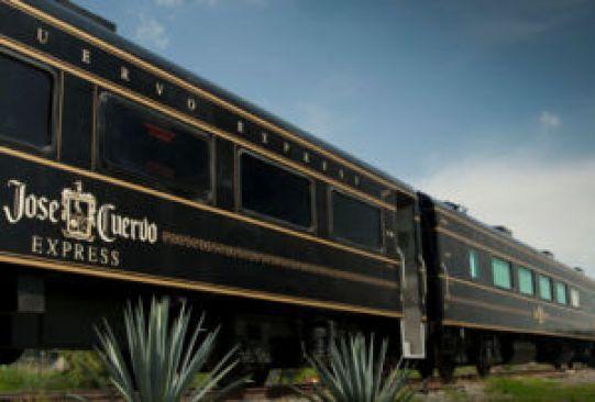 Recorridos en tren por México que debes hacer por lo menos una vez en la vida - tren-jose-cuervo-express-300x203