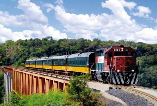 Recorridos en tren por México que debes hacer por lo menos una vez en la vida - tren-ruta-de-cortes-cdmx-veracruz-300x203