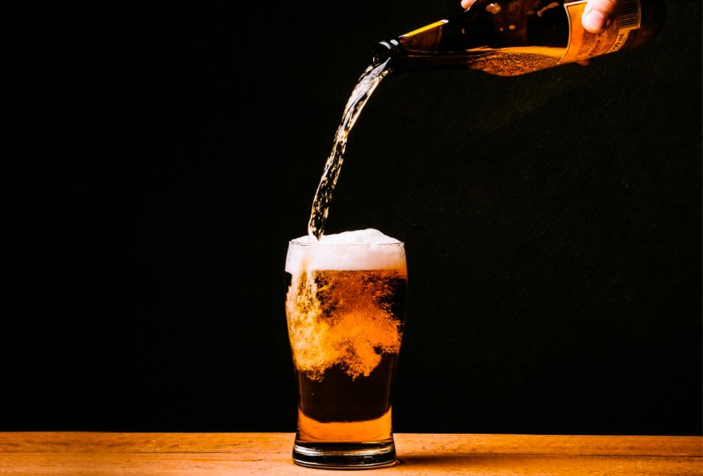 4 bebidas que te ayudarán a dormir - cerveza-monterrey