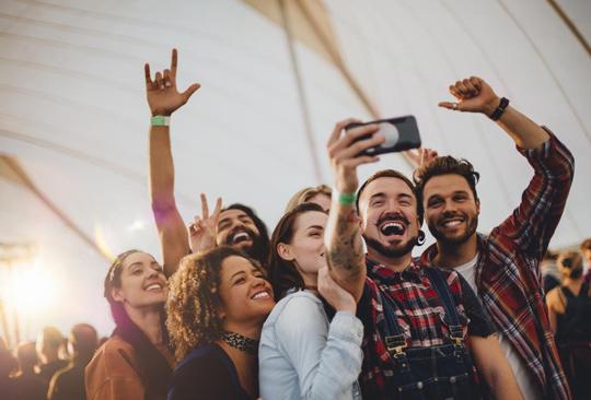 ¿Por qué a los 25 años pierdes muchos amigos? - grupo-amigos