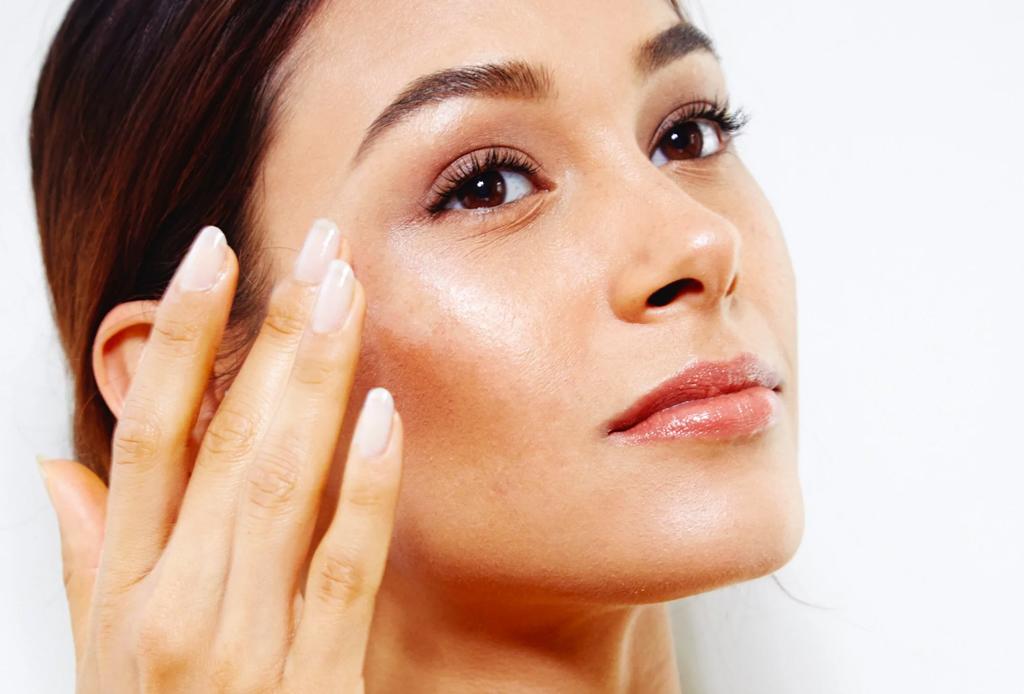Cómo elegir el mejor iluminador para tu tono de piel - mejores-iluminadores-highlighters-liquidos-maquillaje-1
