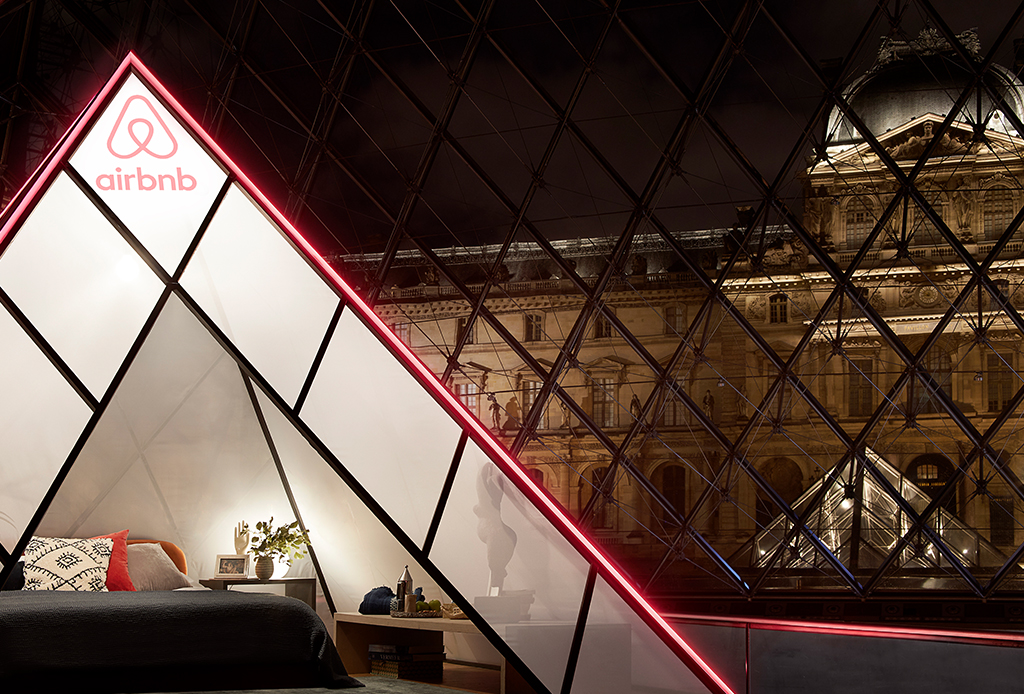 ¿Te imaginas dormir en el Louvre? Airbnb lo hace posible