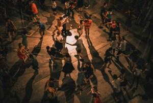 ¿Por qué hay gente que baila mal? Te lo explicamos