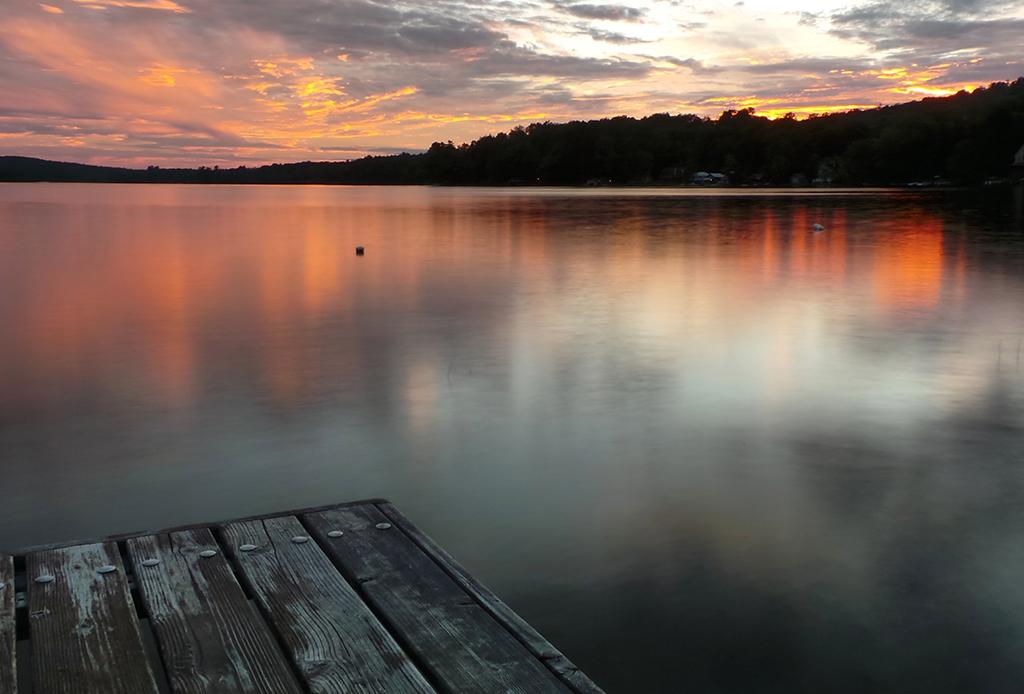 Una playlist perfecta para un atardecer en el lago