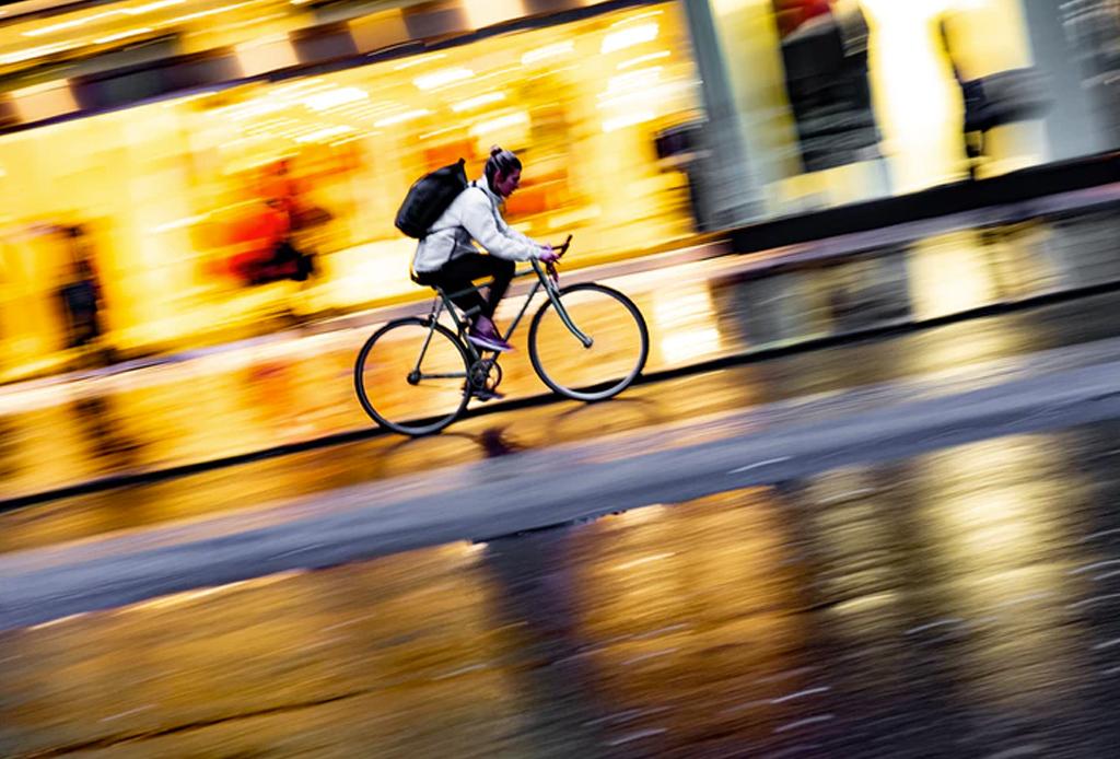 Consejos para rodar en temporada de lluvia en la ciudad - bicicleta-lluvia-1024x694