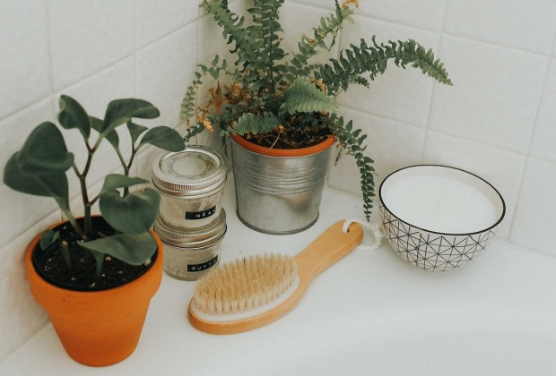 Básicos para relajarte en la ducha - cepillo-seco