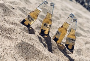 ¿Sabías que puedes pagar tus cervezas con plástico?