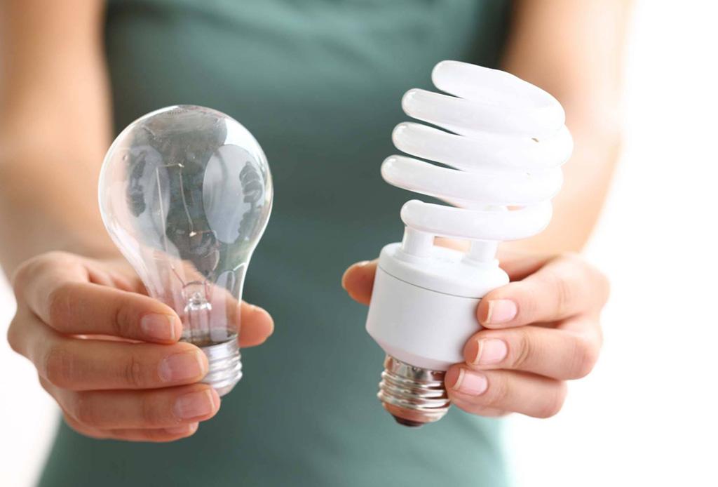 5 consejos para convertir tu casa en un espacio eco-friendly - foco-ahorrador-1024x694
