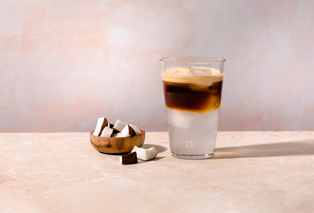 Deliciosas recetas refrescantes con café para este verano - long-black-over-ice-1024x694