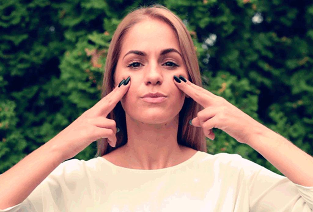Reduce los signos de la edad con esta yoga facial - yoga-facial-3-1024x694