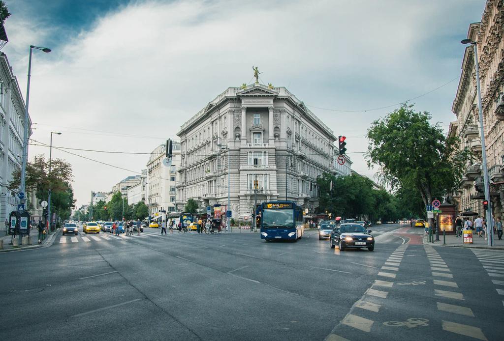 Free Walking Tours que puedes tomar alrededor del mundo - budapest-1024x694
