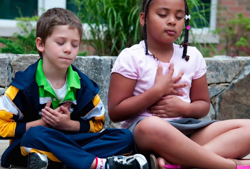 5 tips para enseñarle a meditar a tus hijos - meditacion-nincc83os-4-1024x694