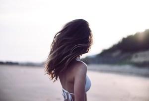 Revive tu pelo de los daños del verano con estos 4 pasos