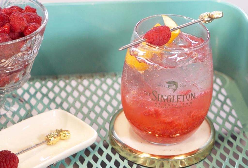Raspberry Spritzer: el cóctel de The Singleton que te hará desear un carrito de bar
