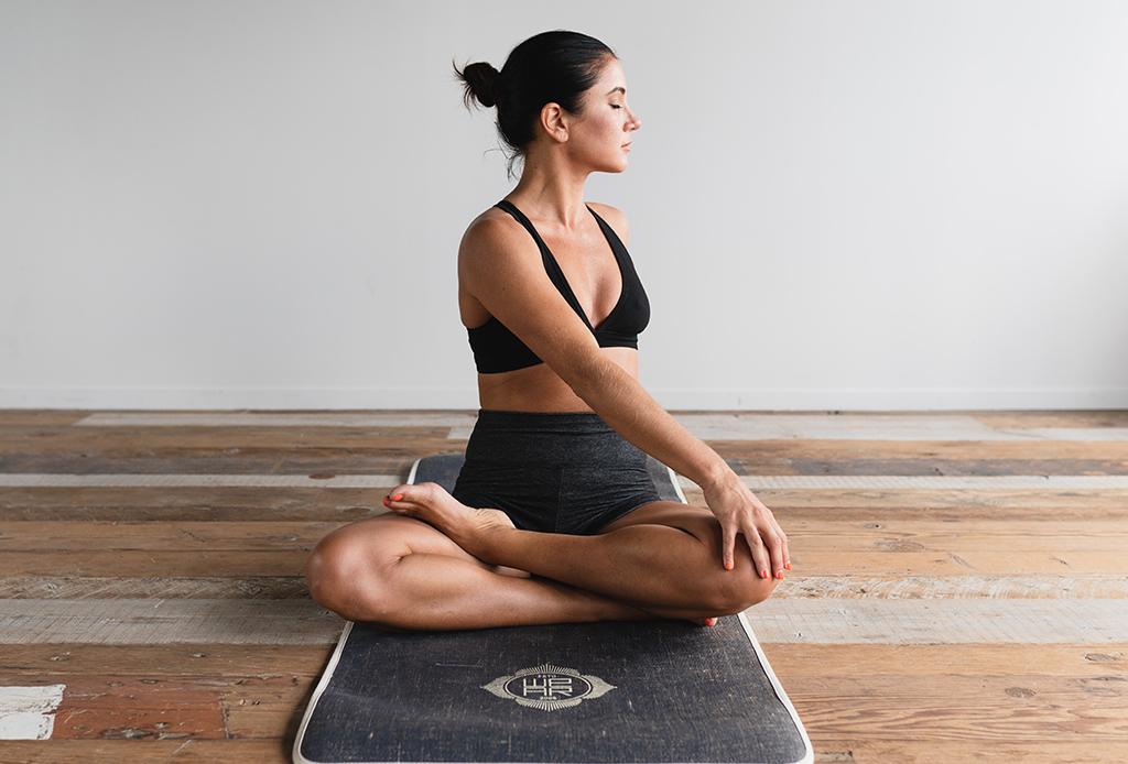 ¡Aprende yoga! Hicimos una secuencia MUY FÁCIL para aliviar la ansiedad