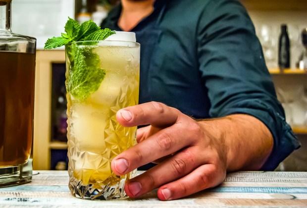 3 cócteles con Torres 10 para darle un toque especial a tus fiestas familiares - brandy-mojito