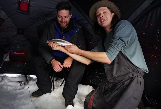 5 razones por las que tienes que visitar Sun Peaks - ice-fishing-sun-peaks