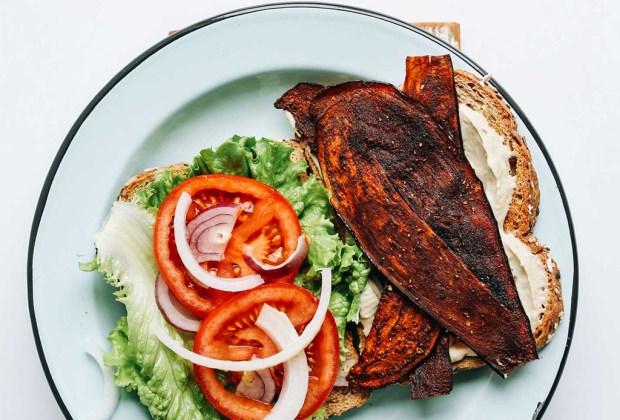 Sándwich de tocino vegano hecho con berenjena, para una tarde sin culpa - sandwich-vegano-berenjena