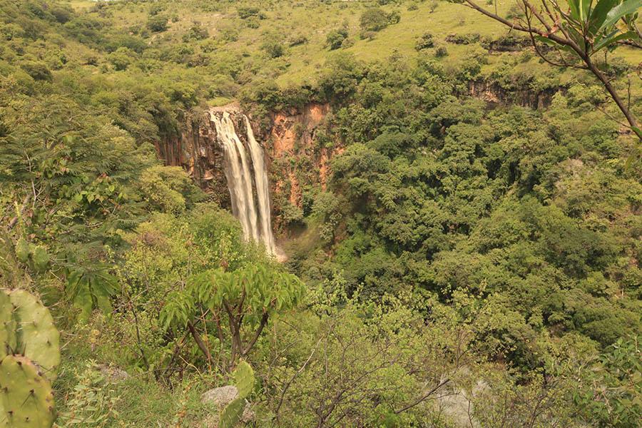 Viajes con actividades alternativas cerca de la CDMX para un fin de semana - cascada