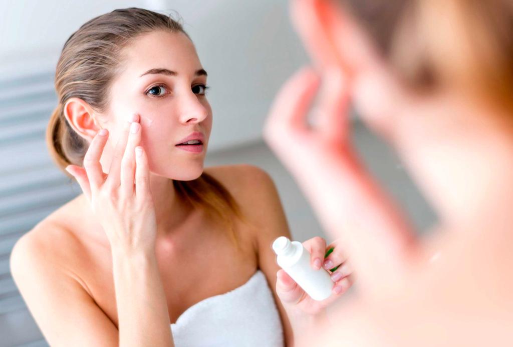 Esta es la forma ideal de preparar tu piel para el maquillaje - piel-maquillaje-4-1024x694