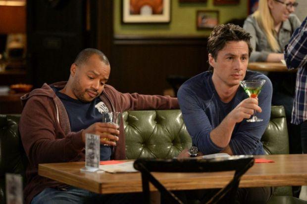 Estos son los tragos que tus personajes favoritos toman en televisión - appletini